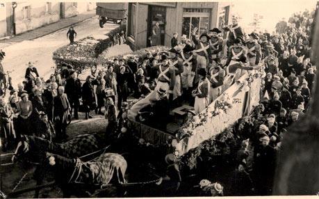 Karnevalsumzug in Forst 1955, Berliner Straße